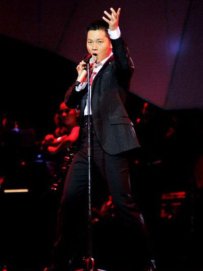 Một giọng ca có đẳng cấp, có vị trí trên thị trường nhạc Việt như Đức Tuấn vẫn tham gia trong chương trình Tuyệt đỉnh tranh tài