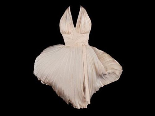Chiếc váy của nữ minh tinh Marilyn Monroe được mua với giá  5,6 triệu USD Ảnh: CNN