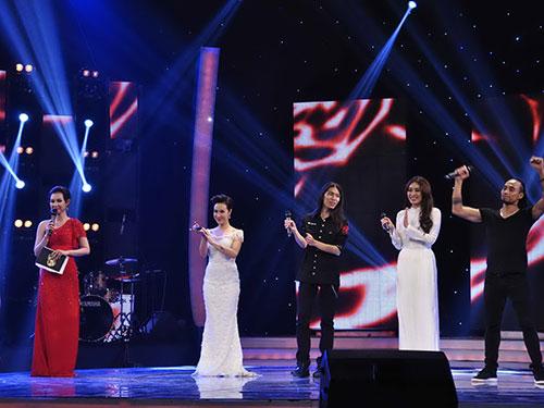 Các ca sĩ của bảng thi thứ năm Ảnh: Zu Nguyễn
