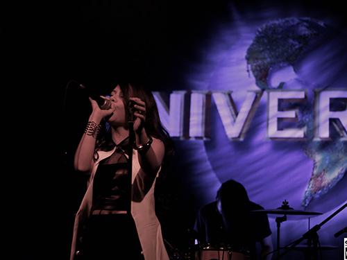 Hải Châu trình diễn trong buổi ra mắt album của mình Ảnh: LÊ NGUYÊN