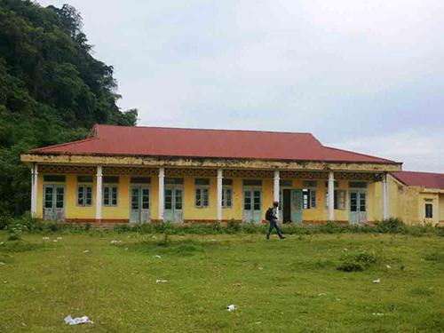 Trường học còn mới nhưng bỏ hoang ở thôn Tân Thành, xã Thanh Phong, huyện Như Xuân, tỉnh Thanh Hóa Ảnh: TUẤN MINH