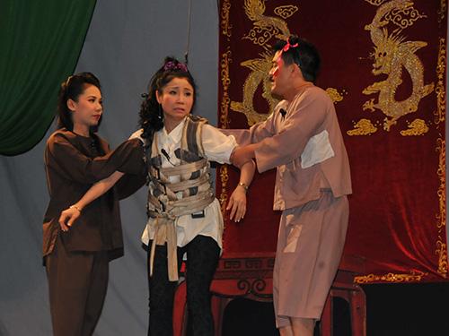 Vở Đình cõi âm - một trong những vở kịch ma được đánh giá tốt của Kịch Phú Nhuận