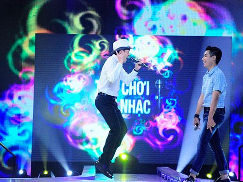 Minh Thuận và MC Minh Khang trên sân khấu Trò chơi âm nhạc (Ảnh do chương trình cung cấp)