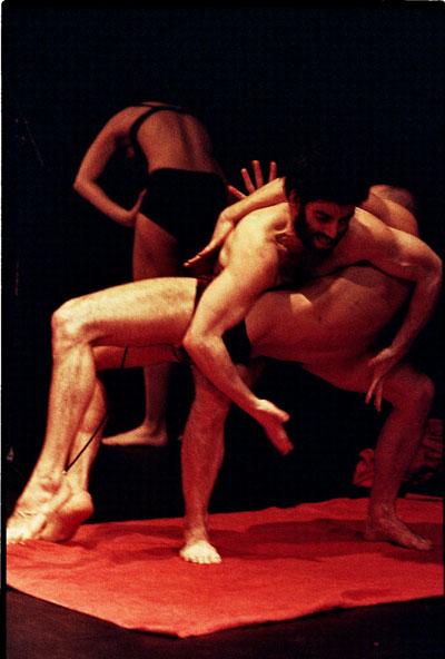 Cảnh trong vở múa Out of Context Ảnh: HBSO