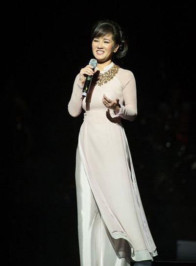 Hồng Nhung hát trong chương trình nhạc Trịnh Công Sơn năm 2014