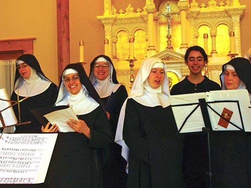 Các nữ tu trình diễn trong album Lent at Ephesus