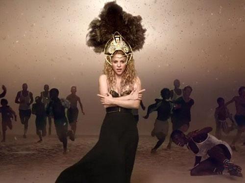 Shakira trong MV ca khúc La La La