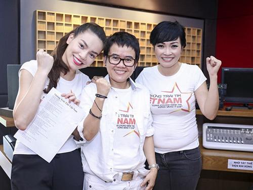 Từ trái sang: Ca sĩ Hồ Ngọc Hà, nhạc sĩ Phương Uyên và ca sĩ Phương Thanh tham gia dự án Những trái tim Việt Nam