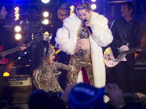 Miley Cyrus biểu diễn trong một đêm của tour Bangez Nguồn: Reuters