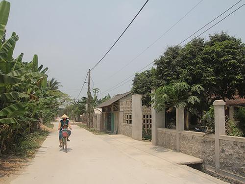 Đường làng xã Diễn Nguyên vắng bóng các chú chó đã 50 năm nay Ảnh: ĐỨC NGỌC