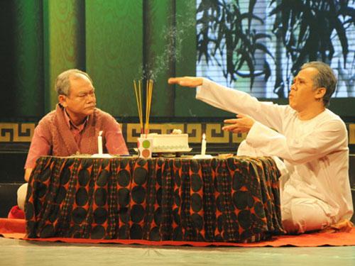 NSƯT Thành Lộc (phải) trong vai ông Tư trong vở Dạ cổ hoài lang Ảnh: Thanh Hiệp