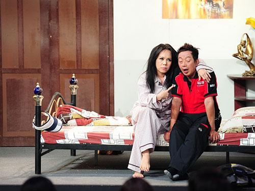 Nghệ sĩ hài Việt Hương và Khánh Nam trong chương trình Ơn giời, cậu đây rồi!  Ảnh: Lý Võ Phú Hưng