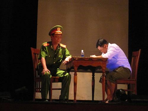 Cảnh trong vở Tử hình trên Sân khấu Kịch Sài Gòn, một vở diễn được đánh giá tích cực Ảnh: Thanh Hiệp