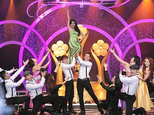 Một tiết mục trong lễ trao Giải Mai Vàng 2012Ảnh: Lý Võ Phú Hưng