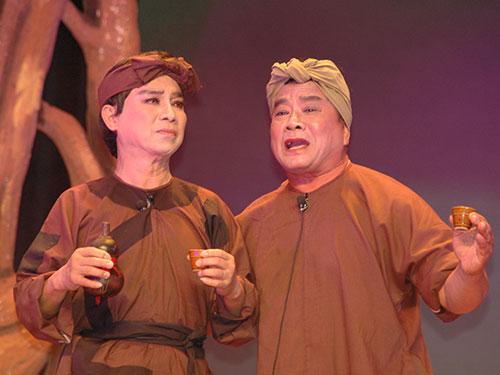 NSƯT Thanh Sang (trái) và nghệ sĩ Thanh Tú trong vở Bên cầu dệt lụa của soạn giả Thế Châu (ảnh trên)
