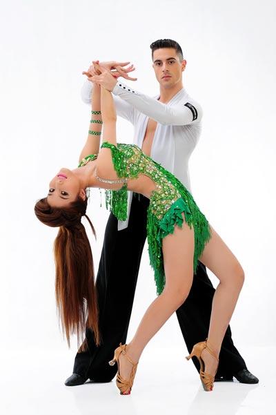 Diễm My 9X và bạn nhảy  Ảnh: Lý Võ Phú Hưng