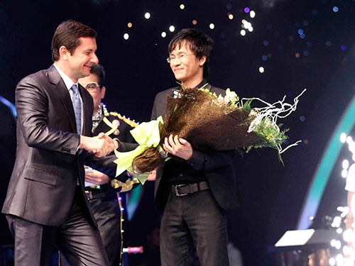 Thí sinh Hữu Kiên đoạt giải quán quân mùa thứ hai.Ảnh: ÂN NGUYỄN