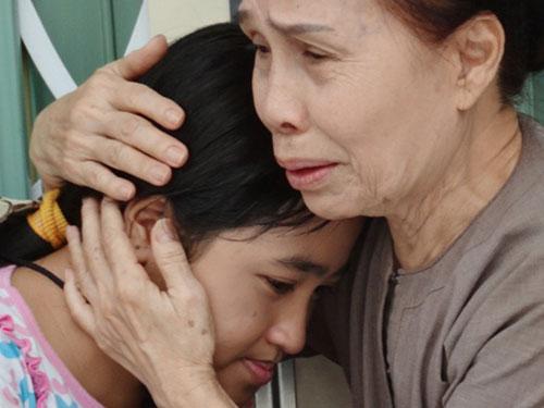 Nghệ sĩ Ánh Hoa (phải) trong phim Nghịch tử