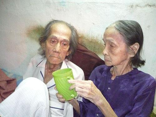 Soạn giả Nhị Kiều và nghệ sĩ Tám Vân bên nhau trong những năm tháng cuối đời