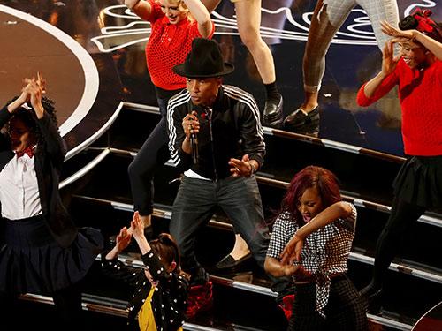 Pharrell Williams biểu diễn ca khúc Happy trong lễ trao giải Oscar 2014