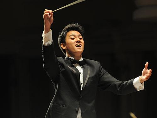 Trần Nhật Minh - một chỉ huy trẻ của dàn nhạc giao hưởng - trở về nước làm việc tại Nhà hát Giao hưởng Nhạc vũ kịch TP HCM. (Ảnh do nhân vật cung cấp)