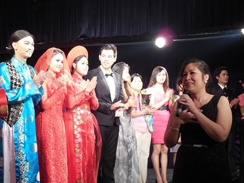 NSND Hồng Vân phân tích tâm lý nhân vật cho các diễn viên trẻ tại Kịch Phú Nhuận