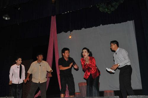 Ở Sân khấu kịch Phú Nhuận, các diễn viên nổi tiếng luôn nâng đỡ diễn viên trẻ