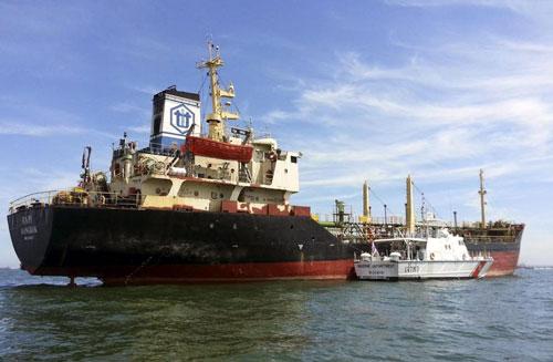 Tàu chở dầu Orapin 4 Ảnh: EPA