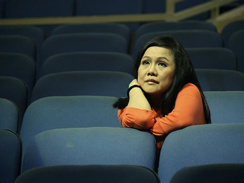 Nghệ sĩ Ái Như thường ngồi thẫn thờ một mình trong khán phòng sân khấu sau mỗi suất diễn. (Ảnh do nhân vật cung cấp)