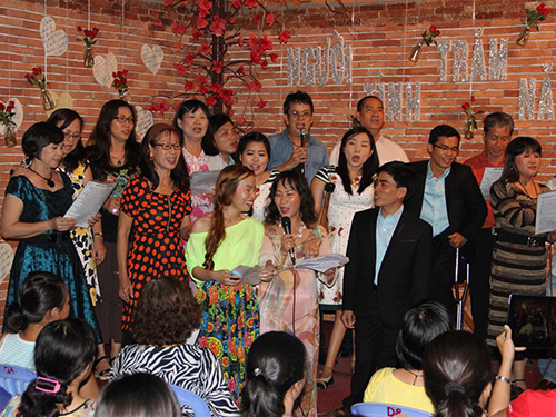 Đức Huy hòa giọng cùng tập thể ca sĩ khuyết tật và truyền đạt thông điệp về nghị lực sống