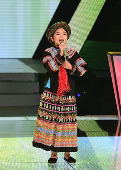 Bé Nguyễn Thiện Nhân trình diễn trong chương trình Giọng hát Việt nhí. Ảnh do chương trình cung cấp.