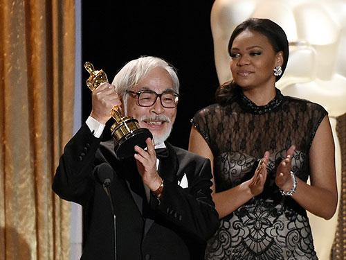 Đạo diễn Hayao Miyazaki nhận tượng vàng Oscar danh dự của AMPAS Nguồn: REUTERS
