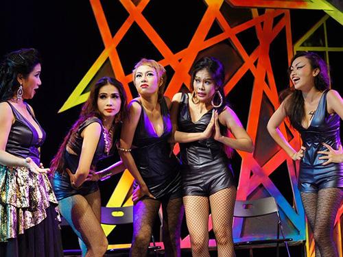 Các diễn viên trẻ trong vở Vũ nữ Ảnh: Khôi Phan