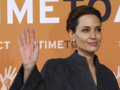 Angelina Jolie tham dự Hội nghị Thượng đỉnh về vấn nạn bạo lực tình dục trong chiến tranh tại London Ảnh: Reuters