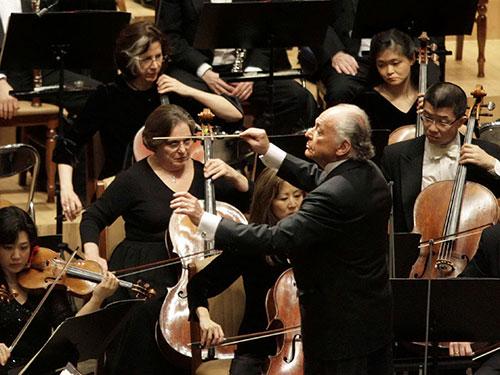 Nhạc trưởng Lorin Maazel chỉ huy dàn nhạc giao hưởng New York Philharmonic Nguồn: Reuters