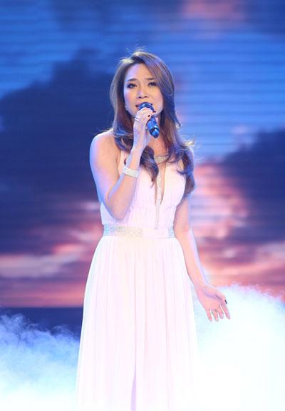 Ca sĩ Mỹ Tâm trình diễn bài hát Biển hát chiều nay trong chương trình Giai điệu tự hào. (Ảnh do chương trình cung cấp)