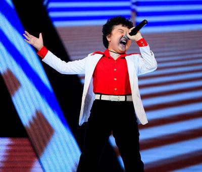 Thí sinh Nguyễn Hoàng Anh biểu diễn trong chương trình Giọng hát Việt nhí mùa thứ hai Ảnh: PHẠM THẾ DANH