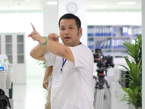 Đạo diễn Quang Huy chỉ đạo làm phim Thần tượng (Ảnh do nhân vật cung cấp)