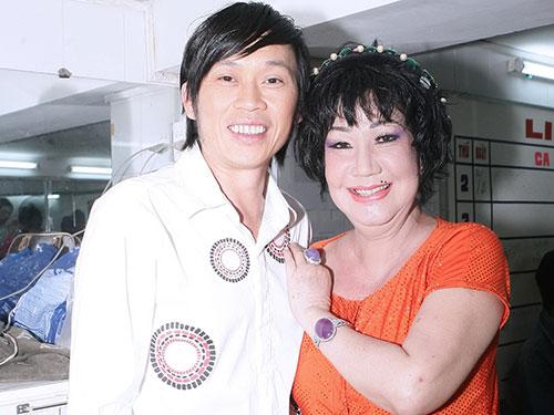 Nghệ sĩ Hoài Linh và Mỹ Chi - 2 diễn viên gắn bó với Sân khấu Kịch Nụ Cười Mới