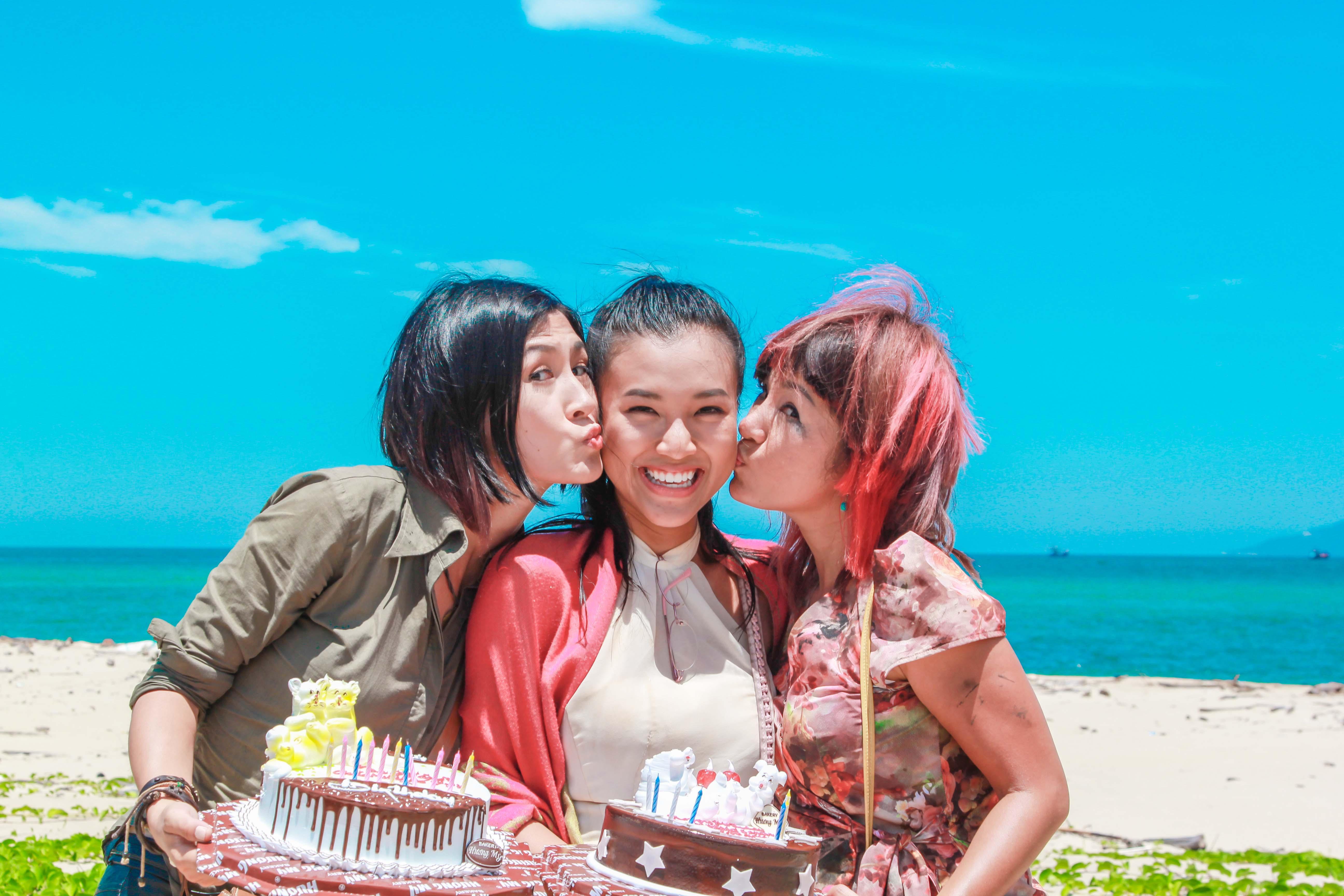 Hoàng Oanh, Thúy Nga, Kathy Uyên là 3 diễn viên chính của phim Chuyện ba cô nàng sẽ công chiếu vào dịp Tết 2015