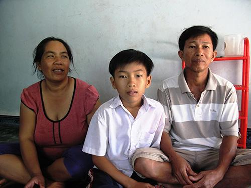 Bà Bùi Thị Thanh Thương và ông Bùi Văn Phụng kể về cuộc hôn nhân kỳ lạ của mình