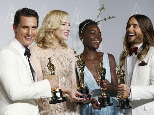 Từ trái qua: Nam diễn viên chính, Nữ diễn viên chính, Nam diễn viên phụ, Nữ diễn viên phụ xuất sắc nhất.