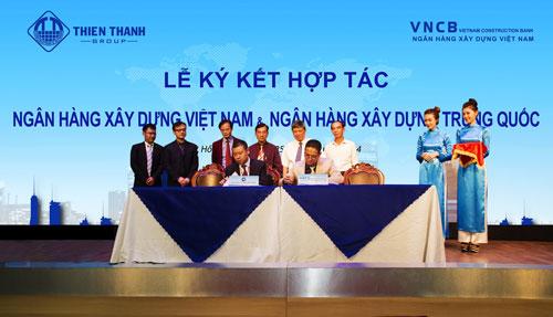 Ông Phan Thành Mai, Tổng Giám đốc VNCB và ông Sun Lin, Tổng Giám đốc Ngân hàng Xây dựng Trung Quốc - chi nhánh  tại Việt Nam, ký kết hợp tác