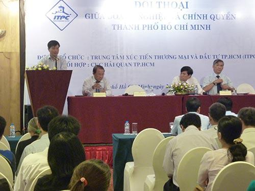 Lãnh đạo Hải quan TP HCM trả lời thắc mắc doanh nghiệp
