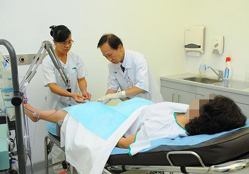 Bị són tiểu gây nhiều phiền toái trong cuộc sống nhưng ít người đến cơ sở y tế điều trị
