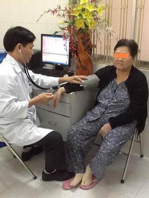 Điều trị người lạm dụng corticoid tại Bệnh viện Vạn Hạnh Ảnh: VH