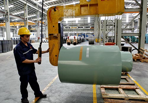 Gia nhập TPP đem lại nhiều lợi lích cho Việt Nam đặc biệt là các doanh nghiệp làm hàng xuất khẩu.  Trong ảnh: Sản xuất tại Nhà máy Tôn Hoa Sen Ảnh: Hồng Thúy