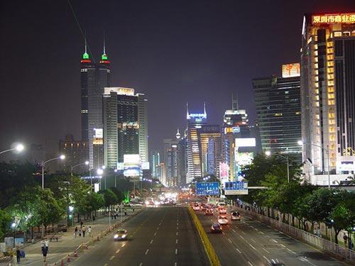 Từ một làng chài nghèo nàn lạc hậu, sau 30 năm đầu tư phát triển, Đặc khu Kinh tế Thâm Quyến, Trung Quốc, trở thành một trung tâm kinh tế và đô thị lớn hiện đại của Trung Quốc Ảnh: Wikipedia