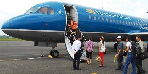 Hành khách lên máy bay của Vietnam Airlines Ảnh: Internet