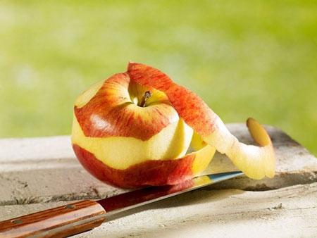 Kết quả hình ảnh cho gọt vỏ táo